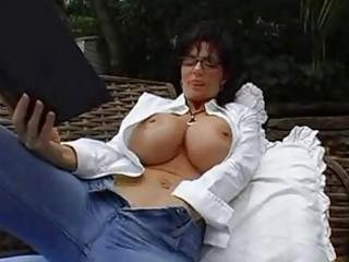 bigtits milf dark brown in glasses masturbating
