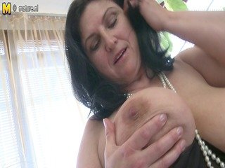 large titted housewife squirting and masturbating