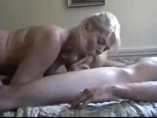 mom gets in a valuable session of engulfing and