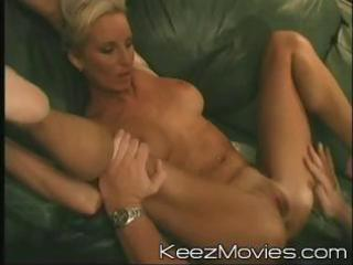 sexy blond milf widens her legs wide to get