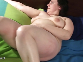 big older mommy playing with her curly vagina