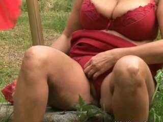 bulky aged housewife with large tits masturbates