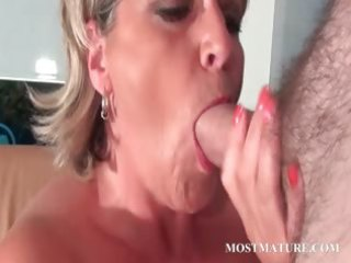 aged hot mom can to sucks cock