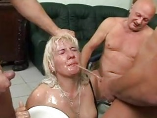 this mature doxy t live without to get piddled on