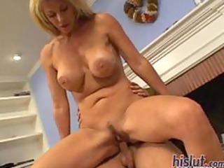 kat kleevage loves to seduce men
