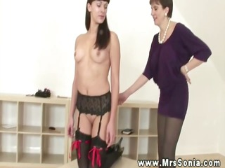 domme can an obidient floozy to have her fun with