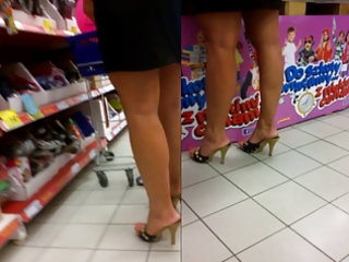 candid sexy milfs feet in pumps