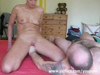 kinky housewife receives her every day fisting
