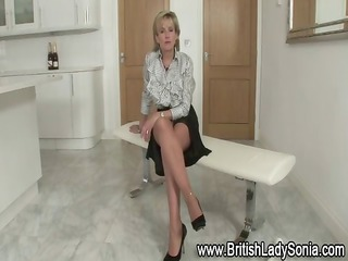 nylons with lady sonia gets her fetish going solo