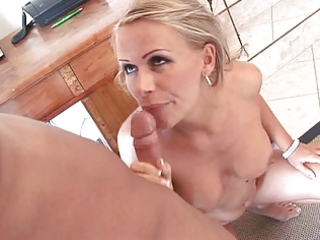 milfy golden-haired mom at home flaunting her
