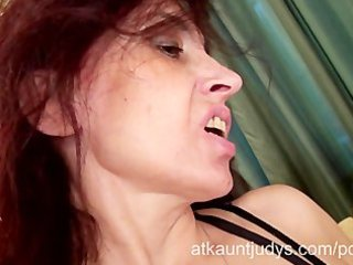 sexy mother i karolina masturbates wearing black